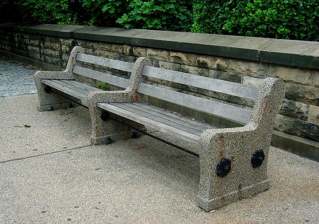 Wszystko o ławkach ogrodowych